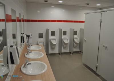 Les toilettes homme du Cèdre