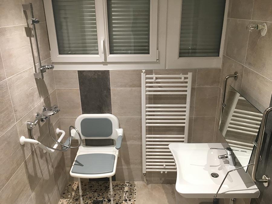 Réalisation d'une salle de bain accessible
